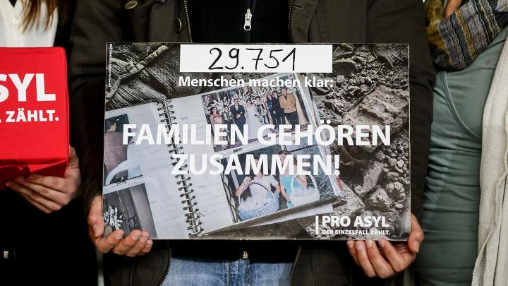 Plakat für den Familiennachzug