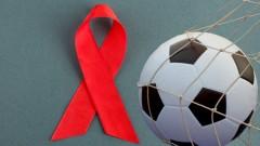 Mit dem Fußball gegen Aids