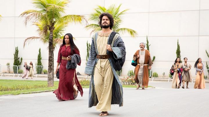 """Statisten in biblischen Kostümen bei Dreharbeiten zu """"Das gelobte Land"""""""