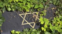 Ein Grabstein auf einem jüdischen Friedhof.