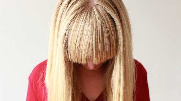von blond zu braun mit neuer haarfarbe zum erfolg. Black Bedroom Furniture Sets. Home Design Ideas