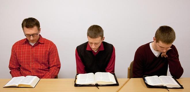 Mennoniten beim Gebet