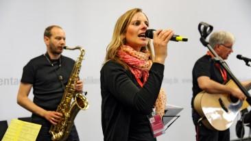 "Auftritt der Frankfurter Musikgruppe ""Habakuk"" mit Sängerin Laura Dörnbach."
