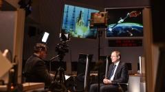 Johann-Dietrich Wörner, Generaldirektor der Europäischen Weltraumorganisation ESA,  im Videointerview mit evangelisch.de-Redakteur Claudius Grigat.