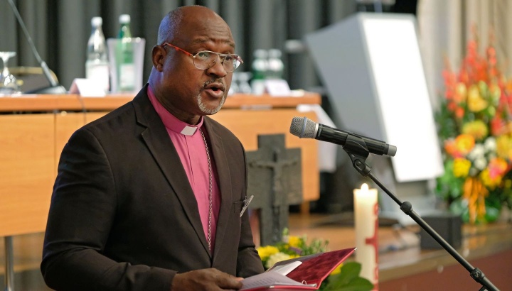 Erzbischof Musa Panti Filibus von der Lutherischen Kirche Christi in Nigeria, Präsident des Lutherischen Weltbundes (LWB), bei seiner Andacht auf der VELKD-Generalsynode.