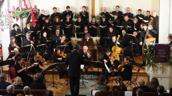 """Kammerchor """"Les Temperamens Variations"""" beim Weihnachtsoratorium in der Christuskirche Paris."""