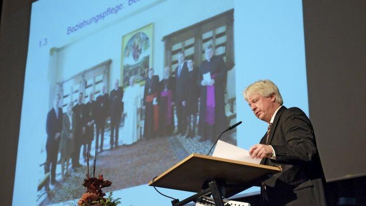 Lutherischer Catholica-Beauftragter Manzke berichtet der VELKD-Generalsynode in Bremen