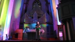 Die Muslimin Hadjar Mohajerzad beim Preacher-Slam in der Siegener Martinikirche.