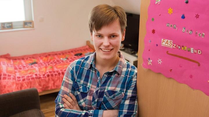 Janine (21) wohnt in Ochtrup in einer Wohngruppe des Eylarduswerks aus Bad Bentheim. Sie leidet unter dem Fetalen - also vorgeburtlichen - Alkohol Syndrom.