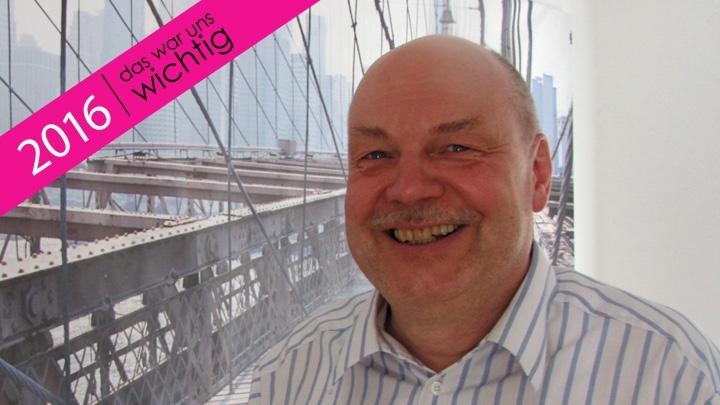 In Dirk Wagners Büro hängt ein Bild von New York. Die Brücke darauf ist ein Sinnbild für ihn, denn es gibt auch in Wolfsburg eine: von der Stadt hinüber zum VW-Werk.