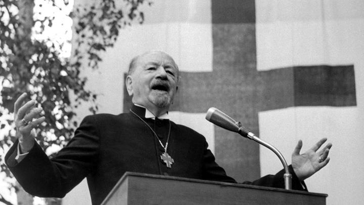 Otto Dibelius spricht während des Evangelischen Kirchtentages 1959 in München.