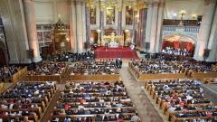 Die Generalversammlung der Weltgemeinschaft Reformierter Kirchen (WCRC) beim Gottesdienst im Berliner Dom