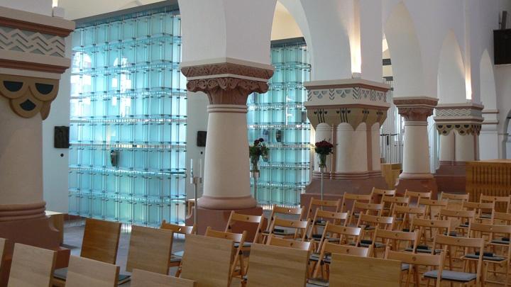 """""""Die Himmelsleiter"""" - Kolumbarium in der Herz-Jesu-Kirche in Hannover."""