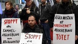 Protestkundgebung der Flüchtlingsinitiativen gegen Sammelabschiebungen