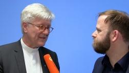 Markus Bechtold spricht mit Heinrich Bedford-Strohm