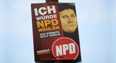 Wahlplakat der NPD mit einem Portraet des Reformators Martin Luther.