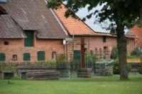 Die neu gestaltete Gedenkstätte an der Erichshagener Corvinus-Kirche