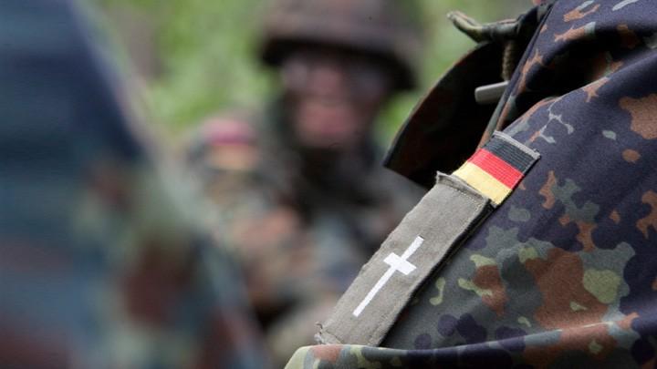 Schulterklappe mit Kreuz eines evangelischen Militärpfarrers.