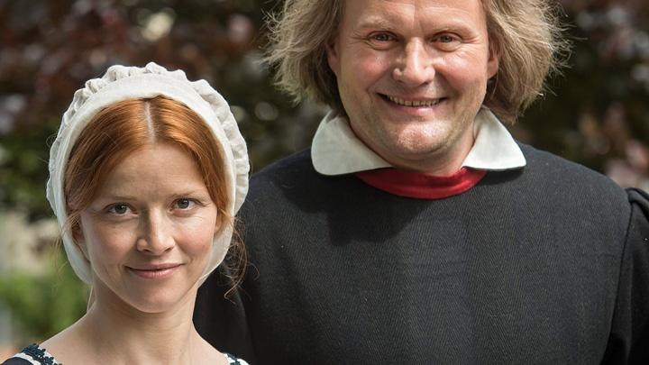 Karoline Schuch als Katharina von Bora und Devid Striesow als Martin Luther