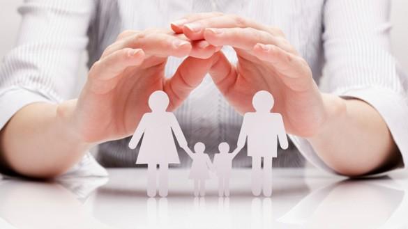 Ihre schützende Hand über die Familie halten will die EKD mit ihrer jüngsten Orientierungshilfe, und zwar für jede Form der Familie, auch außerhalb der Ehe.