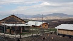 Verschiedene Hütten der Diakonie Kosova