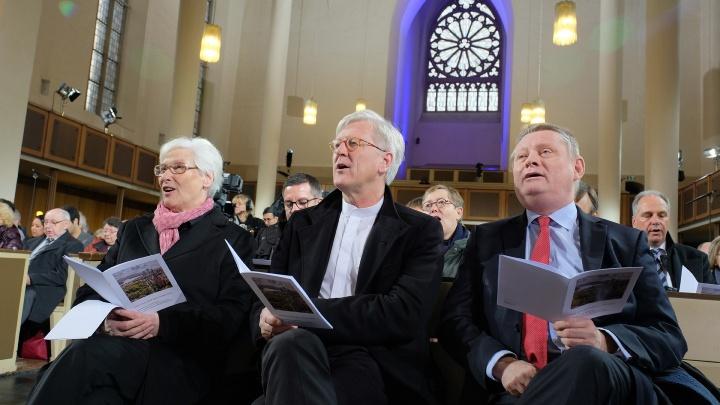 Präses Irmgard Schwaetzer, EKD-Ratsvorsitzender Heinrich Bedford-Strohm und Bundesgesundheitsminister Hermann Gröhe im der Bonner Kreuzkirche.
