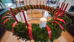Der Bundestag hat auch in diesem Jahr wieder einen Wichern-Adventskranz.