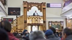 Mohammad Taha Sabri, Imam in der Dar-as-Salam-Moschee in Berlin-Neukölln, am 26.02.2016, bei seiner Predigt während des Freitagsgebets.