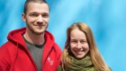 Johannes Göring, Tourmanager des Europäischen Stationenwegs, und die Studentin Paulina Spiess