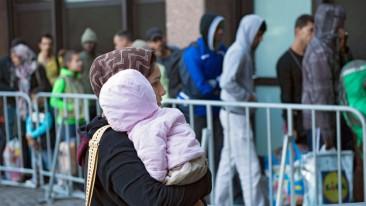 Kretschmann besucht Landeserstaufnahmestelle fuer Fluechtlinge in Karlsruhe