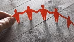 Scherenschnitt Menschenkette