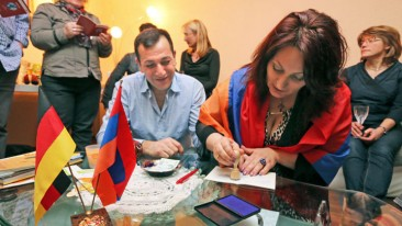 """Die Initiative """"Weltreise durch Wohnzimmer"""" schafft bundesweit Kontakte zu Menschen mit ausländischen Wurzeln"""