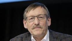 Klaus Eberl, Vizepräses der Synode der Evangelischen Kirche in Deutschland, tritt aus gesundheitlichen Gründen zurück.