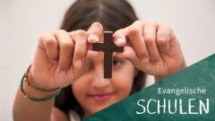 Schülerin an einer evangelischen Schule