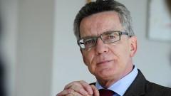 Bundesinnenminister Thomas de Maizière (CDU) in seinem Berliner Büro.