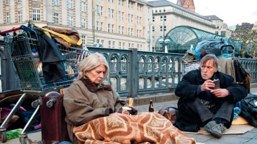 Christiane Hörbiger - Auf der Straße