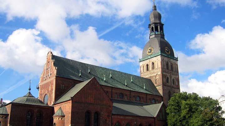 Kathedralkirche der Evangelisch-Lutherischen Kirche Lettlands (lettisch: Latvijas Evaņģēliski Luteriskā Baznīca) und ist die größte baltische Kirche.