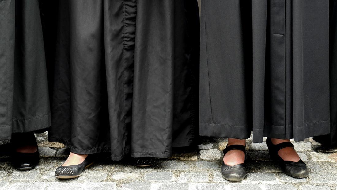 Pfarrerinnen in Talar