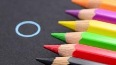 Buntstifte und Kreis
