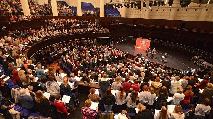 """2.500 Saenger proben erstmals gemeinsam fuer Pop-Oratorium """"Luther"""""""