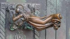 Der Engels-Türgriff am Dom von Ribe.