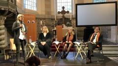 Moderatorin Bettina Warken, Christen-in-der-AfD-Vorsitzende Anette Schultner, Publizistin Liane Bednarz und Landesbischof Markus Dröge.