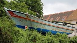 Ein lybisches Flüchtlingsboot in der Wittenberger Weltausstellung.