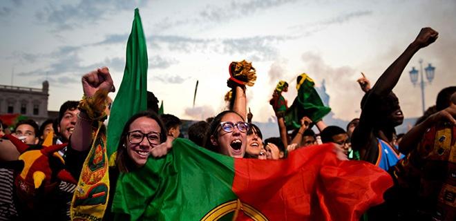 Jubelnde portugiesische Fans