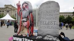 Kritische Installation beim Katholikentag in Leipzig am Donnerstag