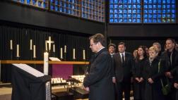 Nach dem mutmaßlichen Anschlag auf einen Berliner Weihnachtsmarkt mit zwölf Toten laden die Kirchen in der Hauptstadt zum Gebet und zum Innehalten ein.