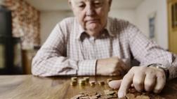 Minijobs, Niedriglöhne und Unterbrechungen im Arbeitsleben führen zu niedrigeren Renten.