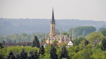 Blick auf die Johanniskirche in Eltville