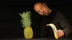 Fast jeden Gegenstand kann Matthias Jungermann zum Leben erwecken. Besonders beliebt beim Publikum sind die Obst- und Gemüsenummern.
