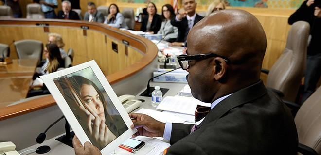 Brittany Maynards Foto bei einer Anhörung zur Sterbehilfe im kalifornischen Senat